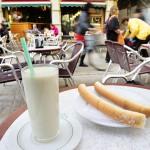 Ein Glas Horchata - Eins der 8 Getränke die man in Valencia probieren muss