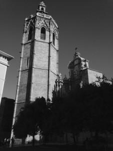 Südseite und Glockenturm der Kathedrale von Valencia