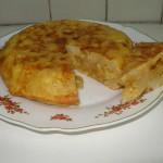 Eine Tortilla de Patata auf einem Teller