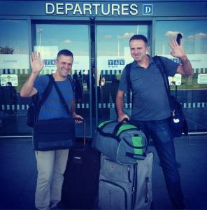 Jürgen und Mike von For91Days am Flughafen